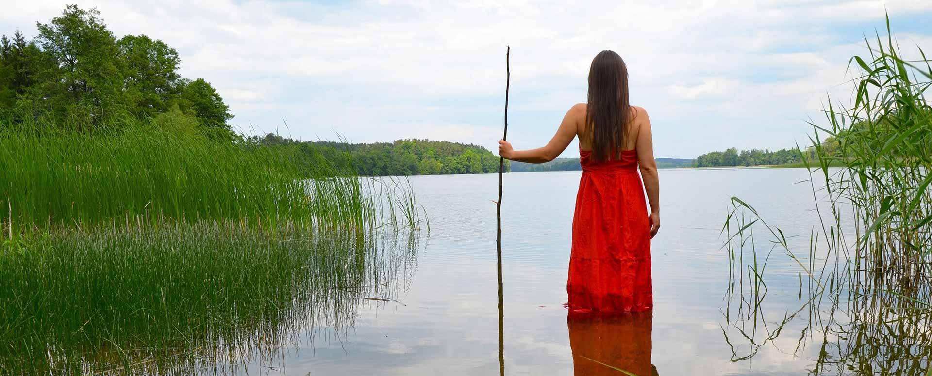 personal-intensive-lake-woman-full-width